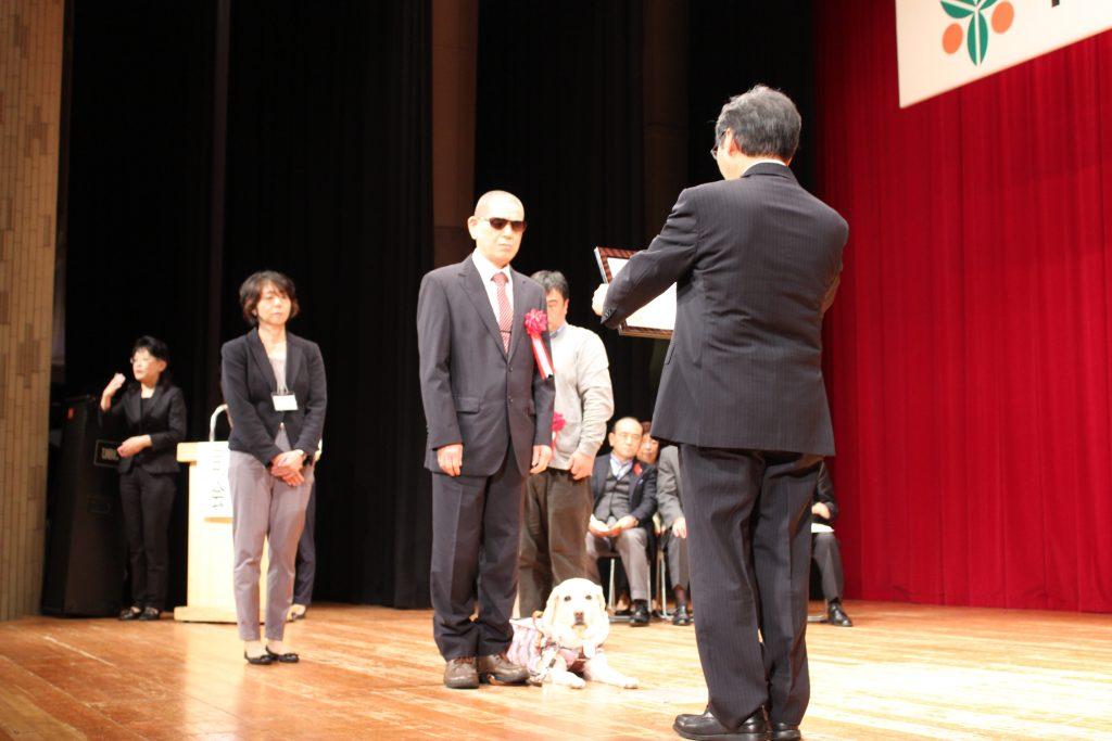 市長表彰壇上写真1